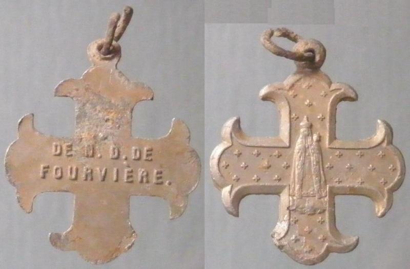 Petite croix ND-de-Fourvière XXème Crucif12