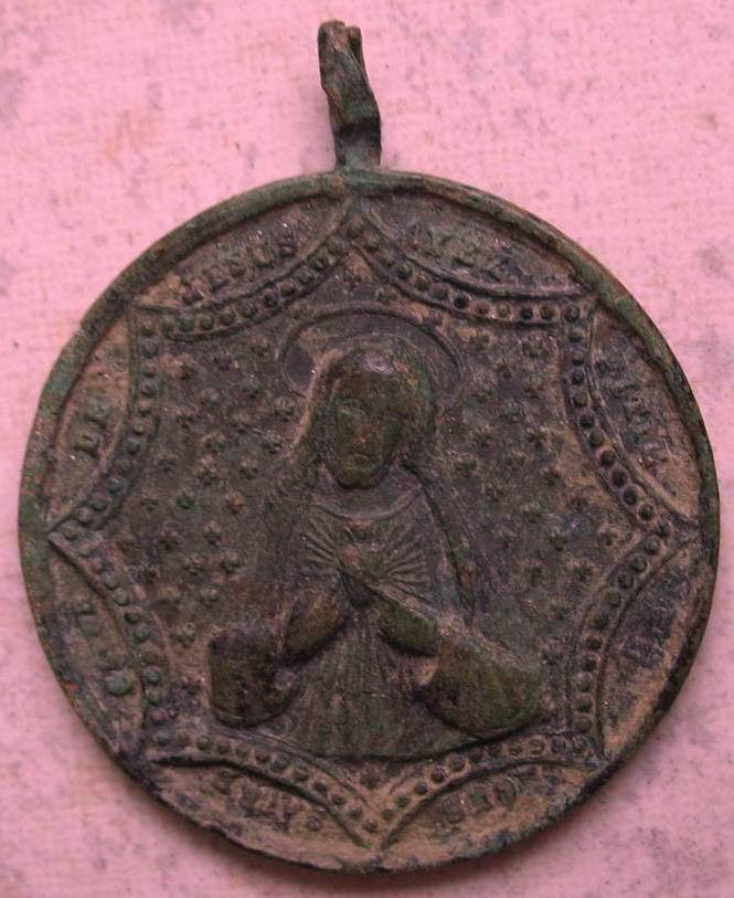 Medaille ronde Jésus/Marie - Portraits dans décor hexagonal - fin XIXème Img_2811