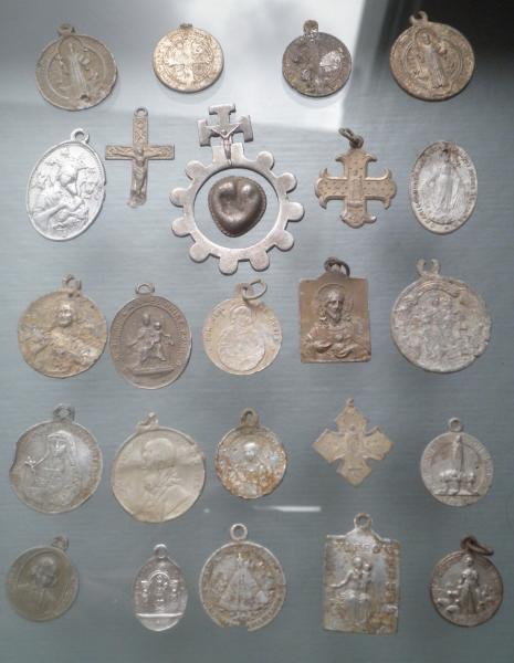 médailles et crucifix alu M2dail10