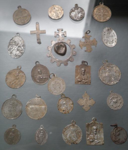 médailles et crucifix alu M2dail12