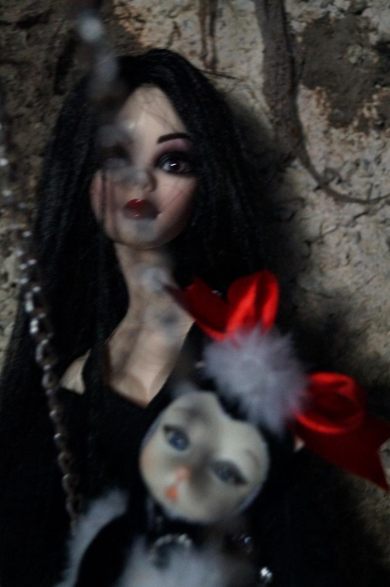 THEME DE NOVEMBRE 2012 : Le Noir , le gothique etc... Dsc00121