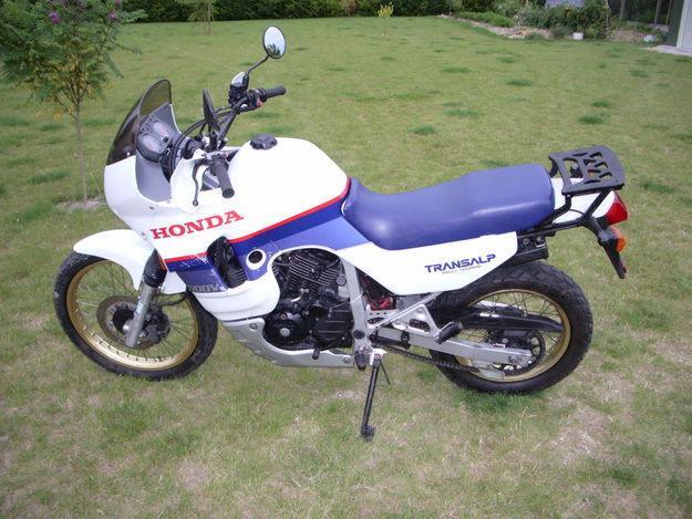 Honda 1800 Goldwing avec sa suiveuse ....... et ceux d avant 600_tr10