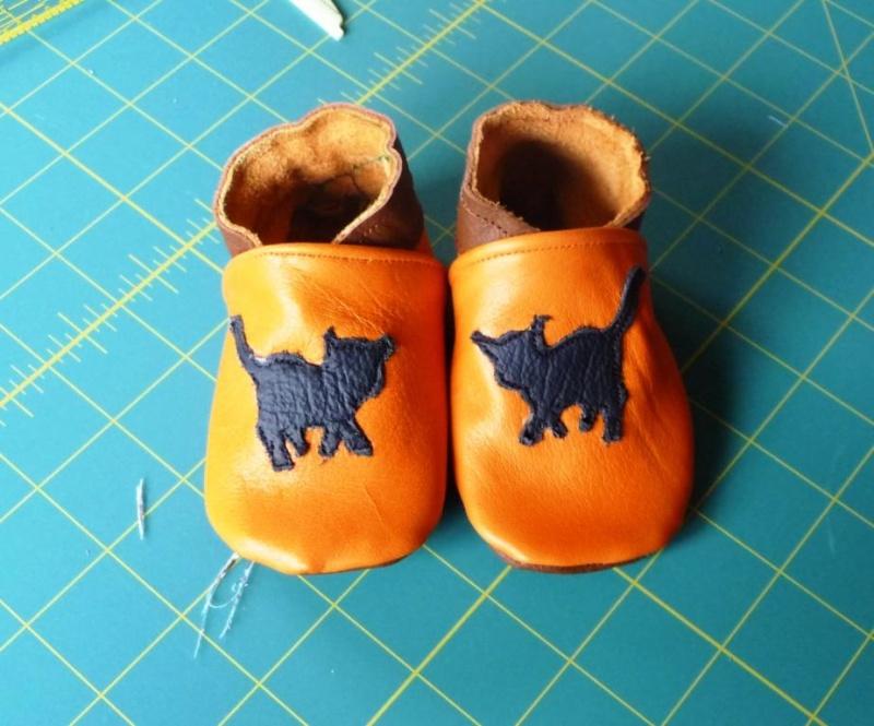 [TISSU] [CUIR] couture du cuir / chaussons P1090018