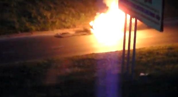 в Курске на пр-те Клыкова сгорела машина Ddudnd12