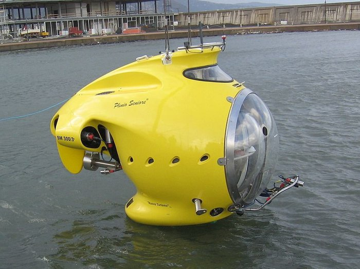 Couple of interesting looking submersibles... Submar10