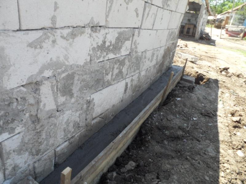 boxes - ALLEZ ON CONTINUE L'AVENTURE CONSTRUISONS LES DERNIERS  BOXES AU REFUGE DE LENUTA -  R Pictu436