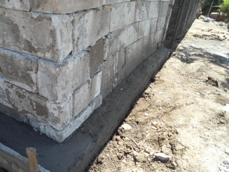 boxes - ALLEZ ON CONTINUE L'AVENTURE CONSTRUISONS LES DERNIERS  BOXES AU REFUGE DE LENUTA -  R Pictu437