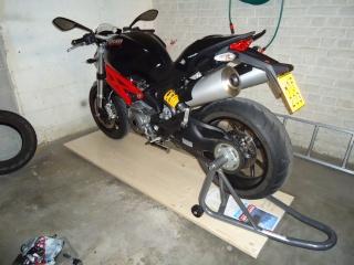 [TUTO]Pousser sa Monster au fond du garage .. et retrouver plein de place libre. Moto_s11