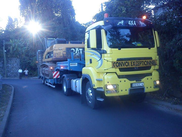 Les camions de l'Ile de la Reunion - Page 2 22370711