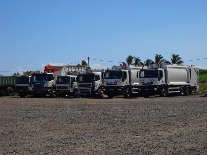 Les camions de l'Ile de la Reunion - Page 4 22840010