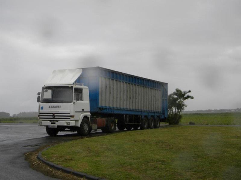 Les camions de l'Ile de la Reunion - Page 2 38050510