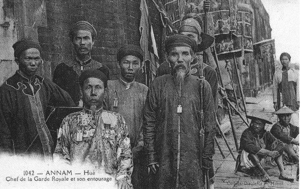 annam : bài ngà 牌牙 d'un officiel du musée d'histoire  Mandar10