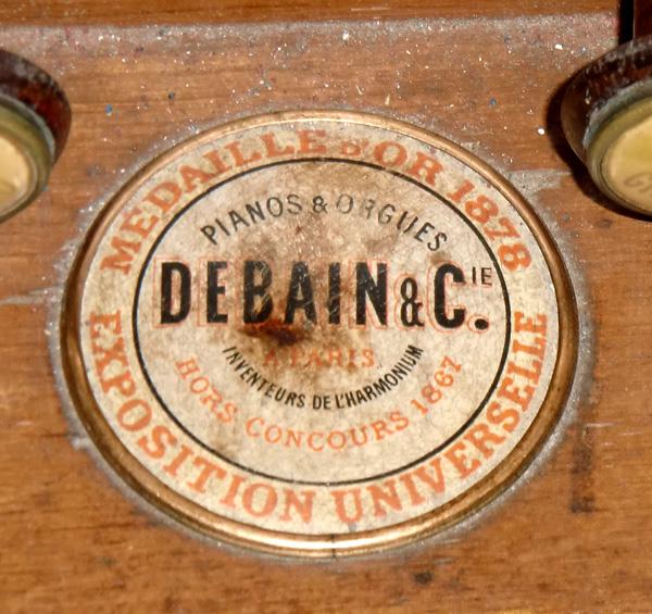 Datation et numéros de série des Debain : essai de rationalisation Madail11