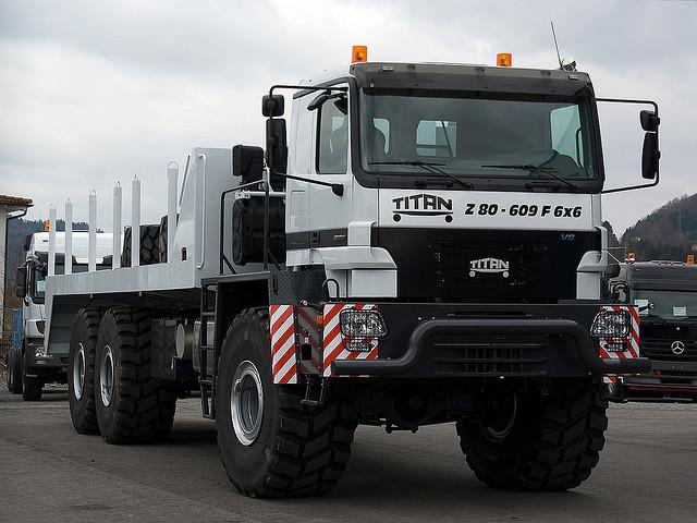 Titan Tractomas ou autres camions spéciaux. 32447610