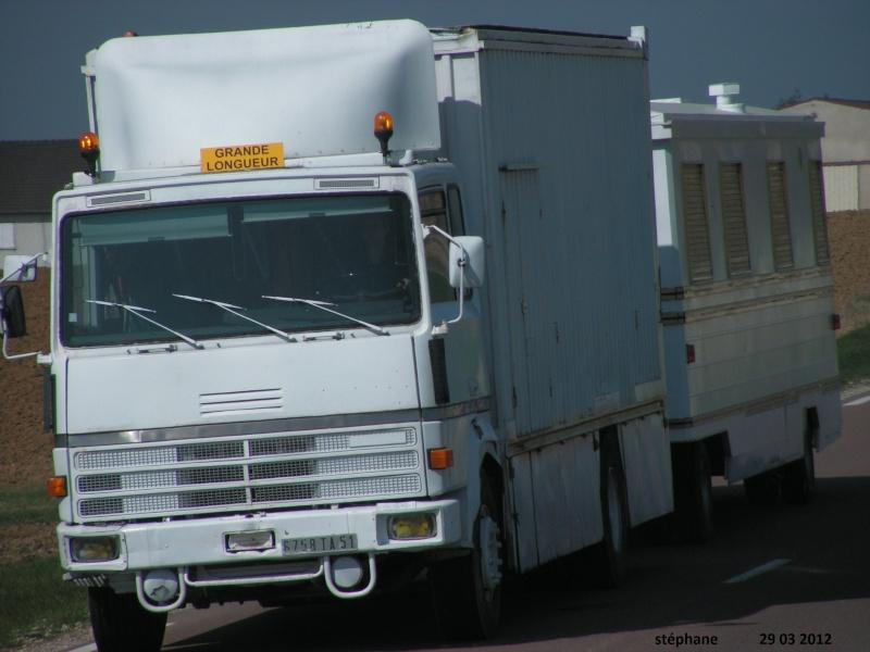 Les Camions des forains - Page 2 Pict1890