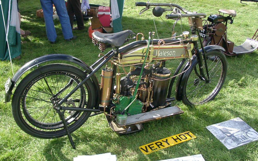 Мотоцикл с паровым двигателем 21af9010