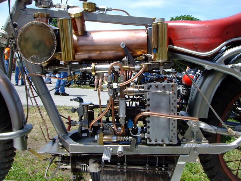 Мотоцикл с паровым двигателем 5851a510
