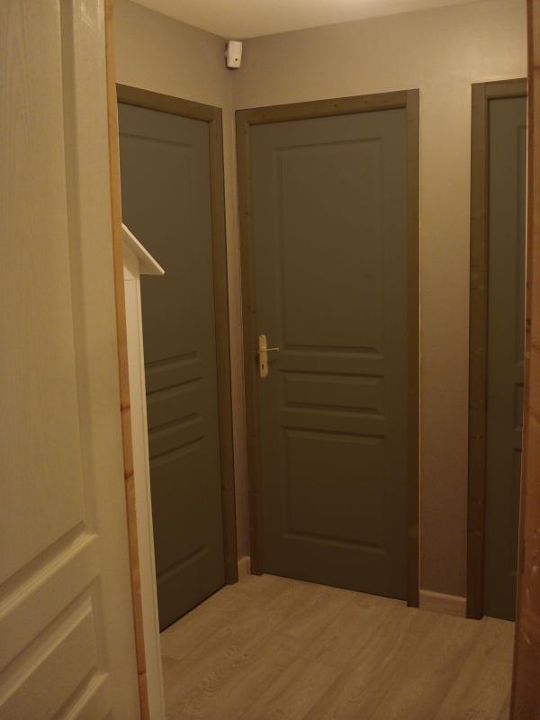 quel couleur pour les portes de mon palier. Black Bedroom Furniture Sets. Home Design Ideas