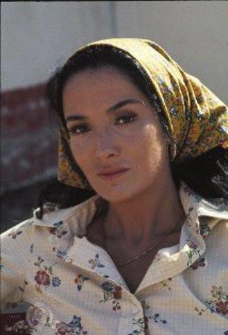 Linda Cristal Mv5bmj10