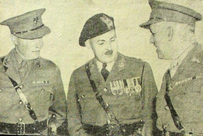 Essex Regiment (Tank) button Mason_10