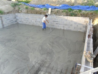 Autoconstruction de piscine creus e en parpaings - Autoconstruction piscine ...
