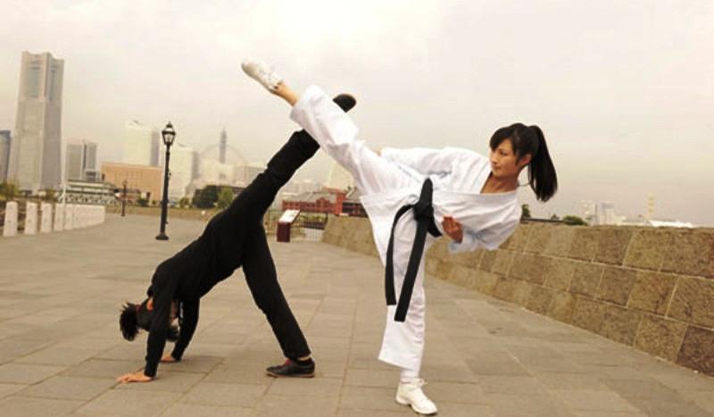 LOTUS ESPRIT #2 - Pagina 4 Karate12