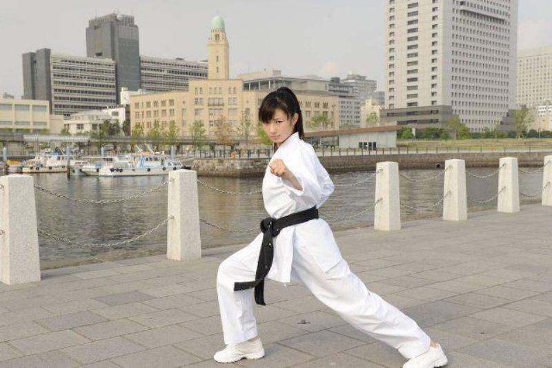 LOTUS ESPRIT #2 - Pagina 4 Karate13