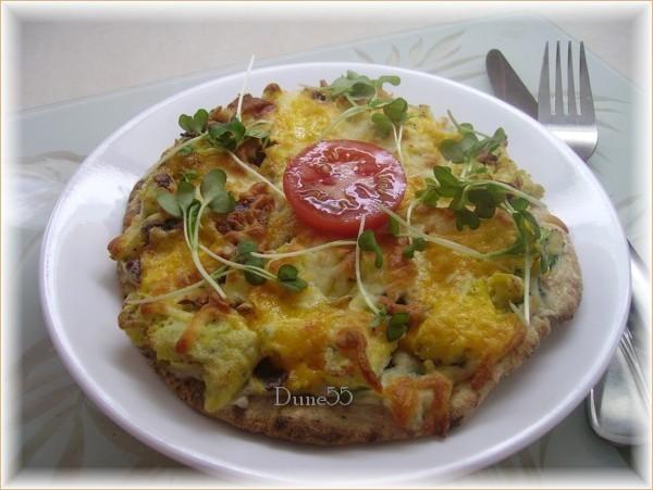 Pita pizza aux oeufs et bacon 26128410