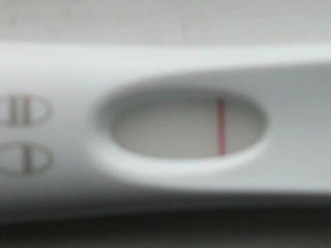Embêtée par son test de grossesse...!