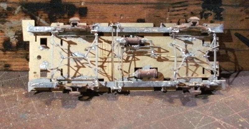 Fabrication du système de freinage sous un wagon tombereau  1_chas11