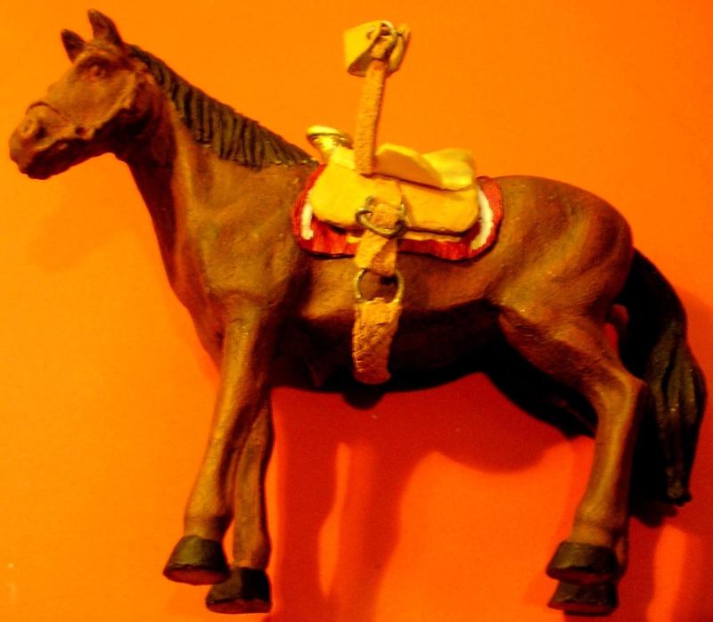Figuren- & Zubehör-Umbau, Pferd Made in China mit Eigenbau-Sattel, 70 mm 046g7a10