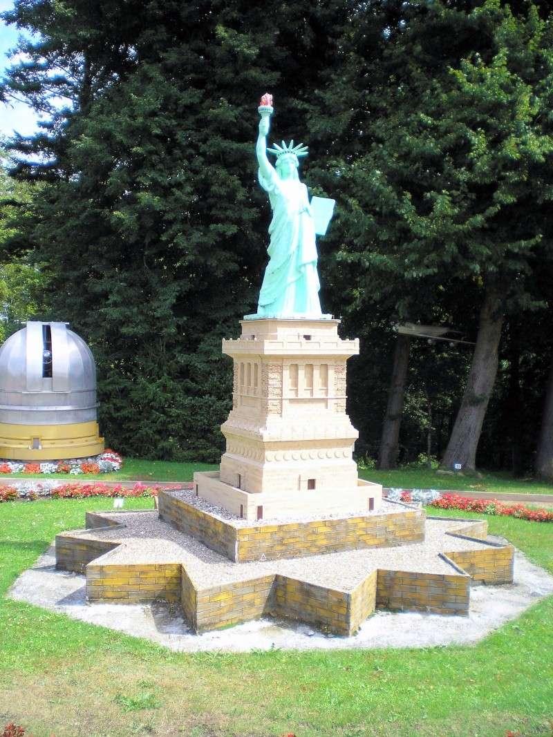 Mini-Born-Park Owschlag - Außenanlage in Spur IIm mit berühmten Gebäuden in 1:25 20060100