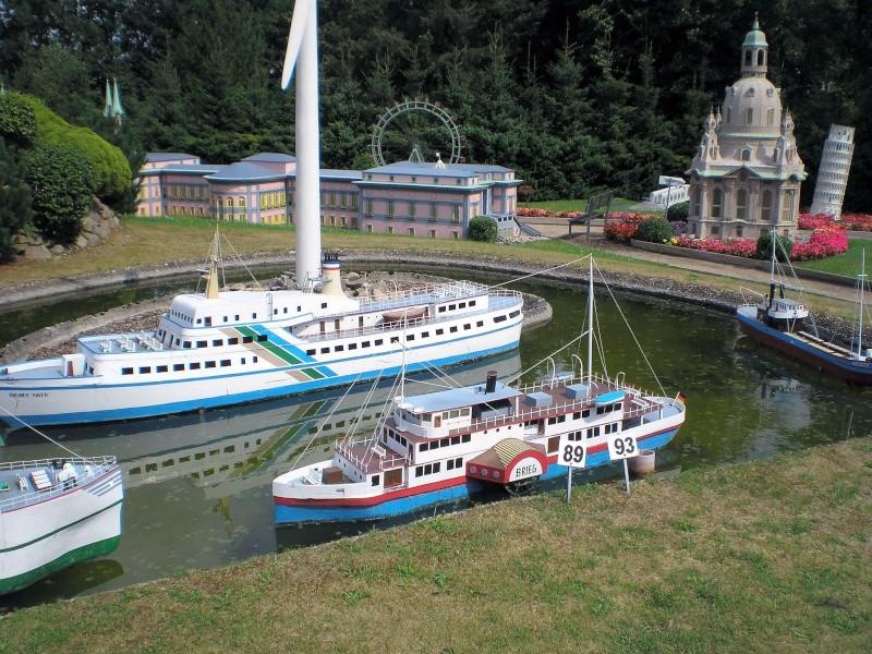 Mini-Born-Park Owschlag - Außenanlage in Spur IIm mit berühmten Gebäuden in 1:25 20060101