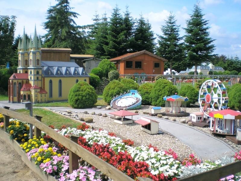 Mini-Born-Park Owschlag - Außenanlage in Spur IIm mit berühmten Gebäuden in 1:25 20060106