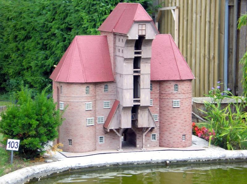 Mini-Born-Park Owschlag - Außenanlage in Spur IIm mit berühmten Gebäuden in 1:25 20060109