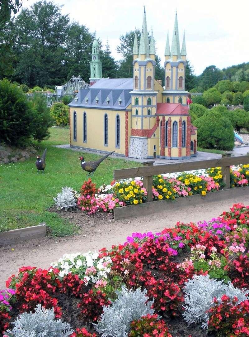 Mini-Born-Park Owschlag - Außenanlage in Spur IIm mit berühmten Gebäuden in 1:25 20060112