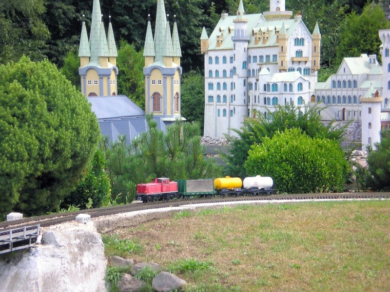 Mini-Born-Park Owschlag - Außenanlage in Spur IIm mit berühmten Gebäuden in 1:25 20060735