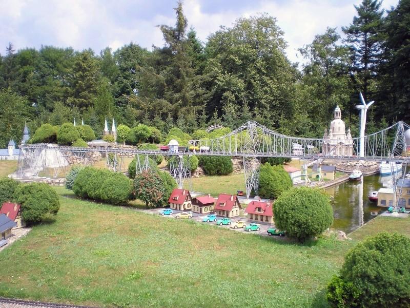 Mini-Born-Park Owschlag - Außenanlage in Spur IIm mit berühmten Gebäuden in 1:25 20060737