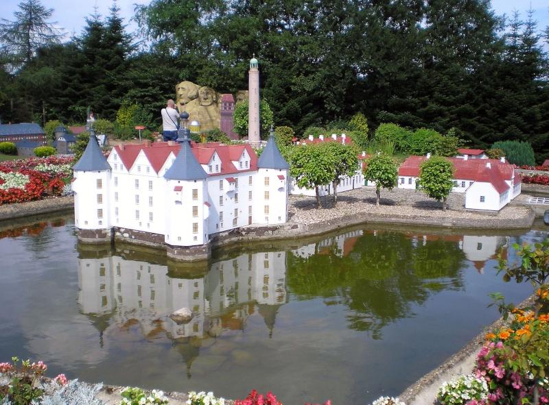 Mini-Born-Park Owschlag - Außenanlage in Spur IIm mit berühmten Gebäuden in 1:25 20060739