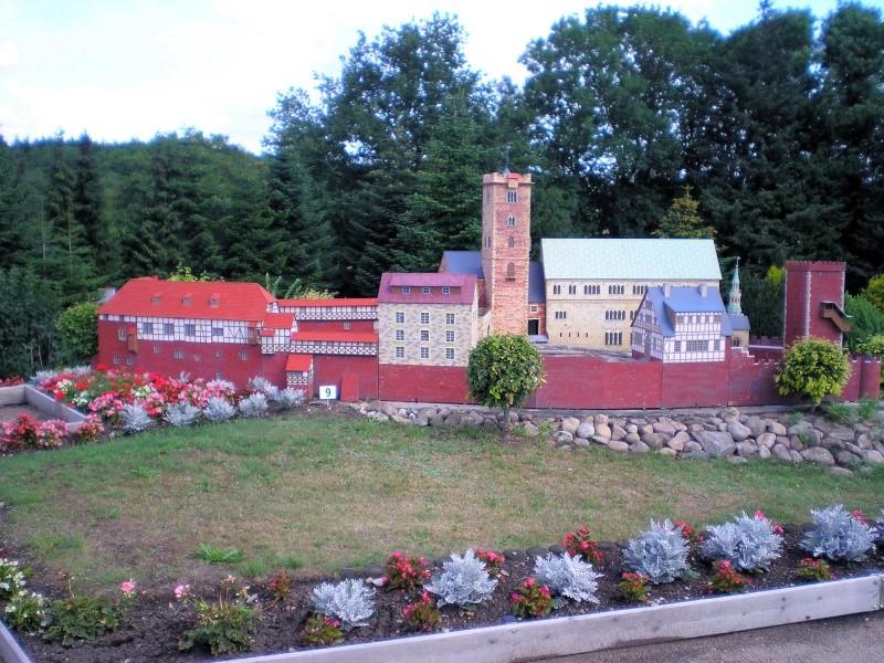 Mini-Born-Park Owschlag - Außenanlage in Spur IIm mit berühmten Gebäuden in 1:25 20060740