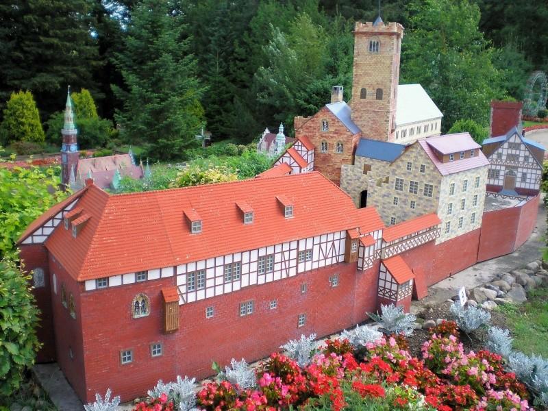 Mini-Born-Park Owschlag - Außenanlage in Spur IIm mit berühmten Gebäuden in 1:25 20060741