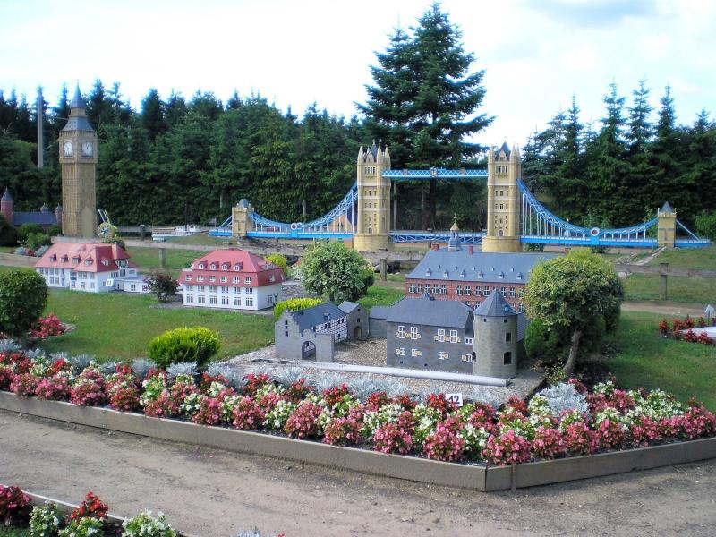 Mini-Born-Park Owschlag - Außenanlage in Spur IIm mit berühmten Gebäuden in 1:25 20060743
