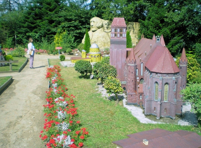 Mini-Born-Park Owschlag - Außenanlage in Spur IIm mit berühmten Gebäuden in 1:25 20060744