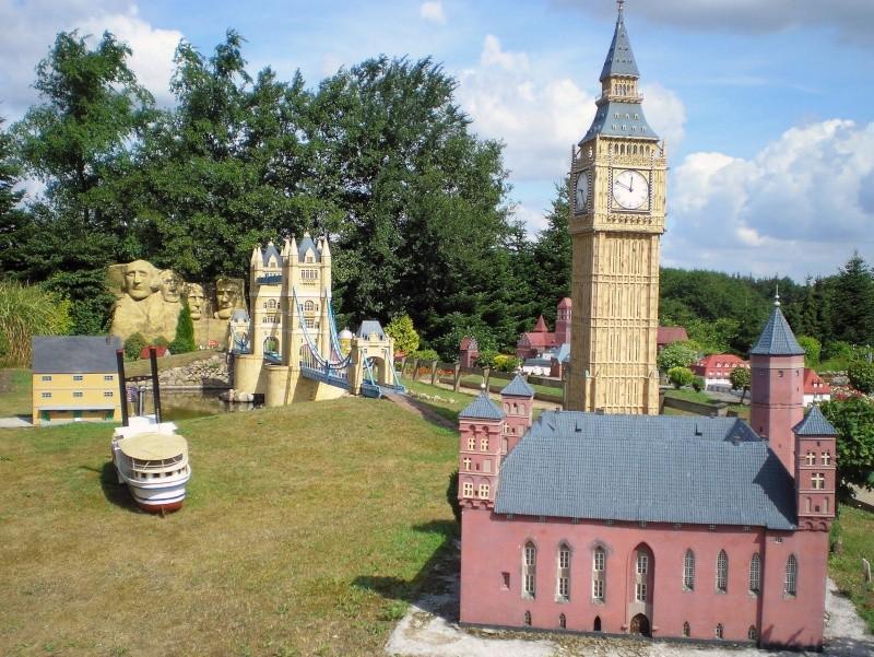Mini-Born-Park Owschlag - Außenanlage in Spur IIm mit berühmten Gebäuden in 1:25 20060751