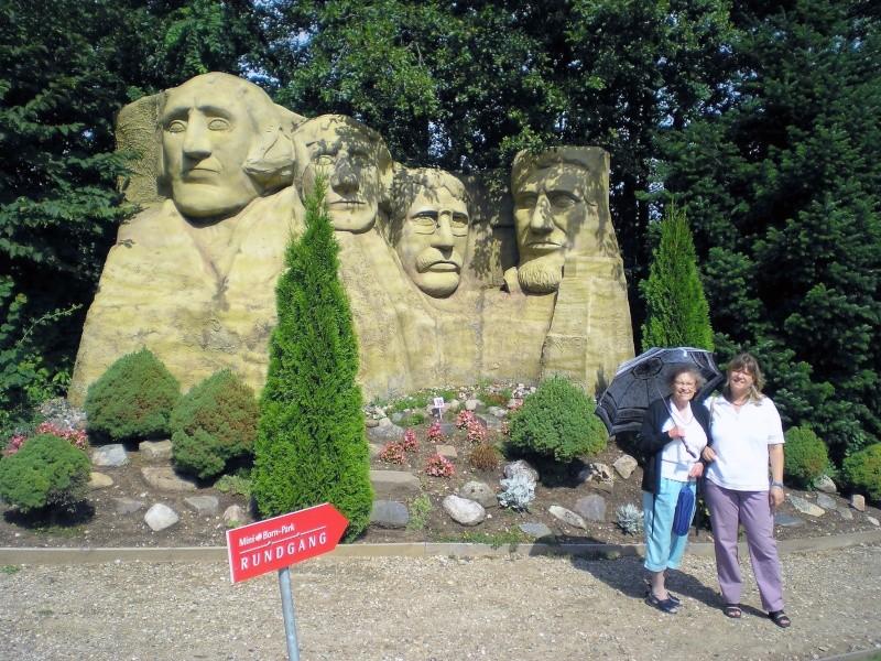 Mini-Born-Park Owschlag - Außenanlage in Spur IIm mit berühmten Gebäuden in 1:25 20060754