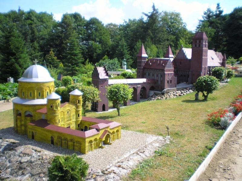 Mini-Born-Park Owschlag - Außenanlage in Spur IIm mit berühmten Gebäuden in 1:25 20060755