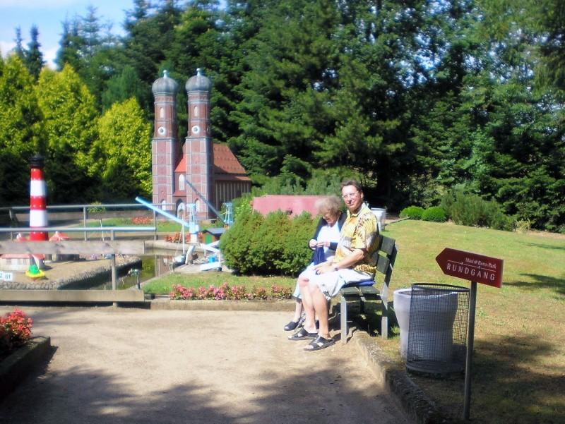 Mini-Born-Park Owschlag - Außenanlage in Spur IIm mit berühmten Gebäuden in 1:25 20060768