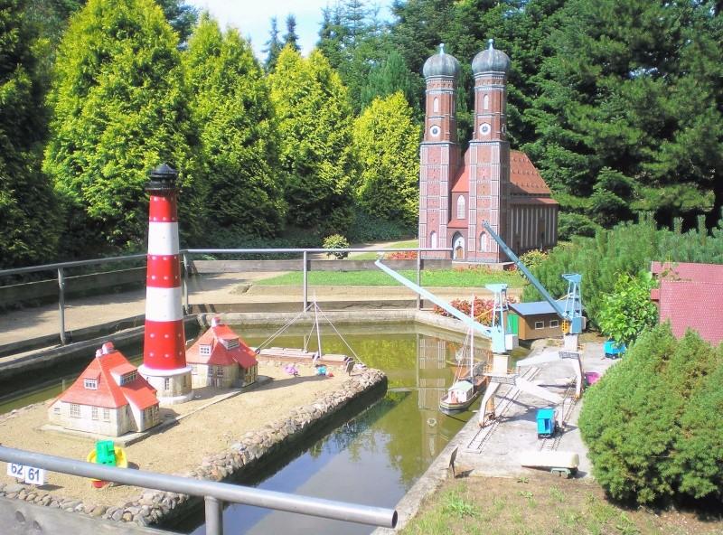 Mini-Born-Park Owschlag - Außenanlage in Spur IIm mit berühmten Gebäuden in 1:25 20060769