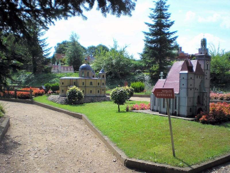 Mini-Born-Park Owschlag - Außenanlage in Spur IIm mit berühmten Gebäuden in 1:25 20060776