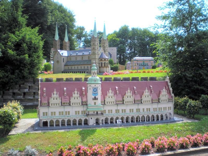 Mini-Born-Park Owschlag - Außenanlage in Spur IIm mit berühmten Gebäuden in 1:25 20060788